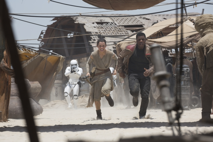 Star Wars: The Force Awakens..L to R: Rey (Daisy Ridley) and Finn (John Boyega)..Ph: David James..©Lucasfilm 2015